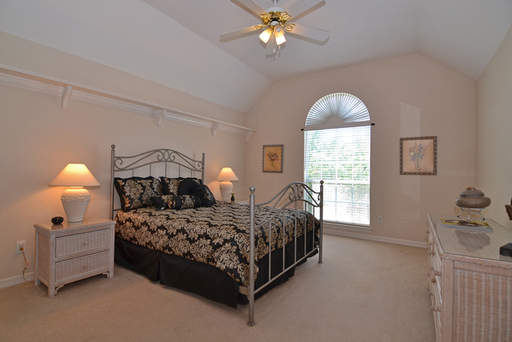 Fourth Bedroom PRINT Clearspring 2334.jpg