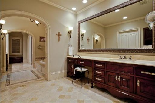 Versailles Bathroom.jpg